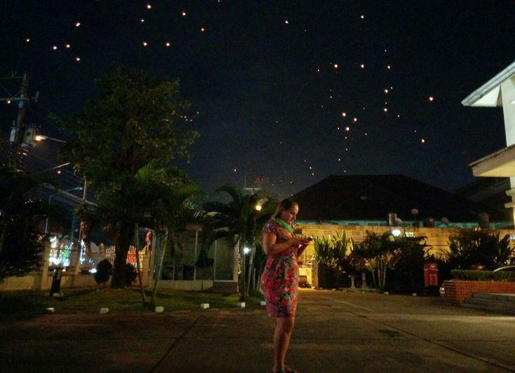 Yi Peng Festival [Chiang Mai, Tailândia] No nosso dicionário informal, vida wireless é sinônimo de realizar sonhos. É realizar o sonho de não ter horários regrados; de não ter espaços fechados; de fazer as coisas do jeito que sabemos sercertas. Vida wireless significa conseguir estar onde queremos, em qualquer lugar do mundo, em qualquer momentoContinue Lendo