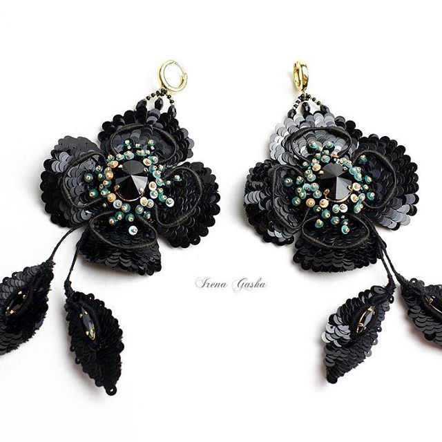 Boucles d'oreille des collections!  #irenagasha #irenagashaembroideries #earrings #handembroidered #Black #exclusive #oneofakind
