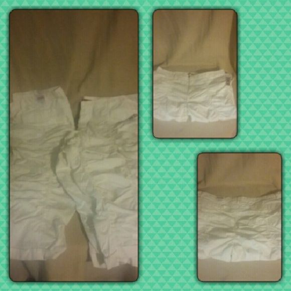 Women's cropped capri pants  These are sold NWT cropped Capri pants very comfy BONGO Pants Capris