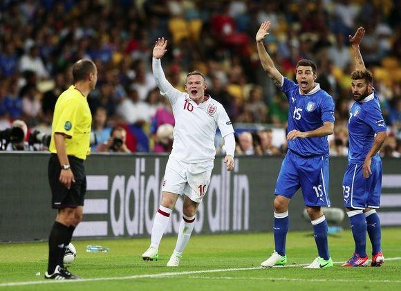 Inglaterra e Itália estão no Grupo D, o mesmo em que estão as seleções do Uruguai e Costa Rica, se enfrentando na 1ª rodada do campeonato. #copa2014
