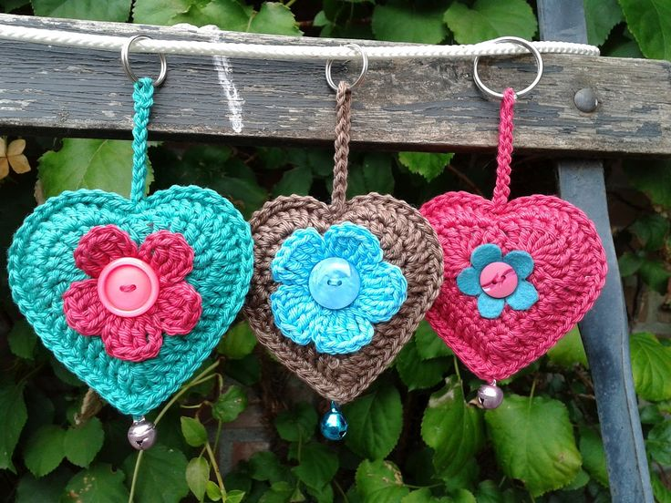 Crochet Heart Key Rings! Beautiful colours. Free pattern for the heart here: http://jose-crochet.blogspot.nl/2012/09/free-pattern-heart.html