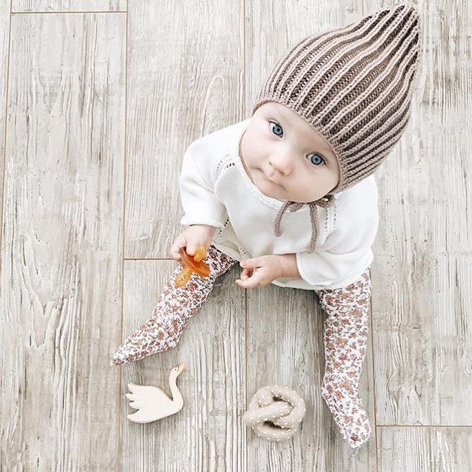 Fall is almost here and your babes need these glorious floral tights. Baby tights, baby footies, baby leg warmers, baby leggings.