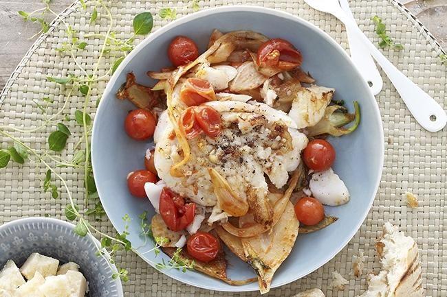 Grillet torskefilet med fennikel, tomat og parmesan