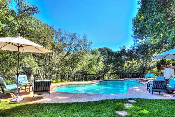 Pool Party Central - See Dakota And Elle Fanning's Childhood Home - Photos