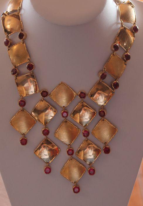 Online veilinghuis Catawiki: Gouden choker ketting met synthetische robijnen