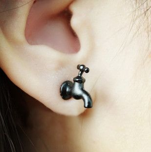Faucet earrings??? Never heard of such a thing but it's creative and cute ^_^