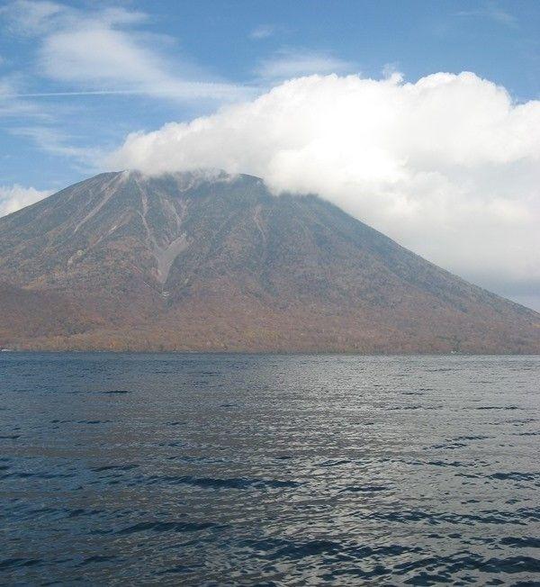 中禅寺湖 Lake Chūzenji and Mt. Nantai
