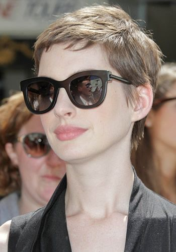 Anne Hathaway Short Hairstyle (5)