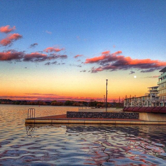 The Kingston Foreshore is a peaceful place to appreciate sunset from. Thanks to Instagrammers travelnbeyond for sharing this image and tagging #visitcanberra