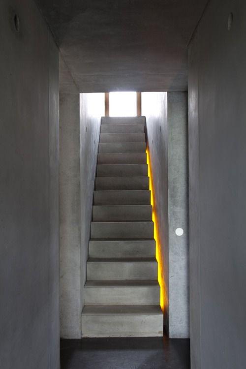 escalera retroiluminada