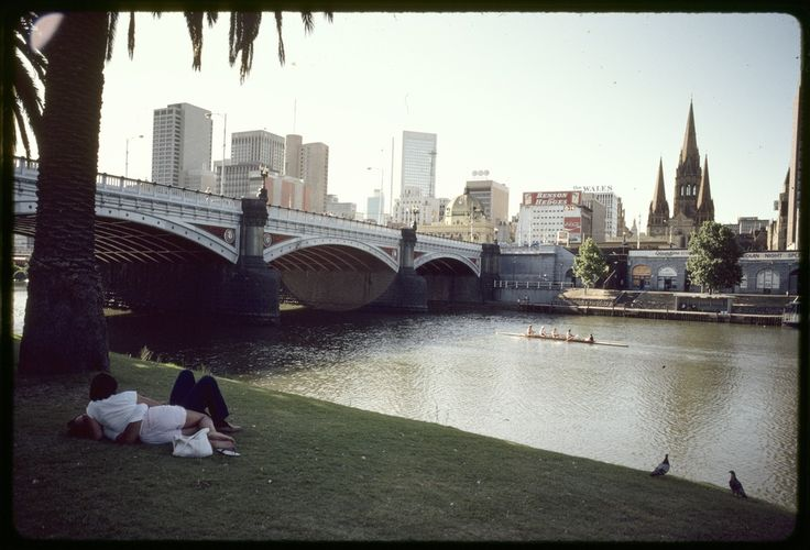 Princes Bridge on Yarra River, Melbourne 1984