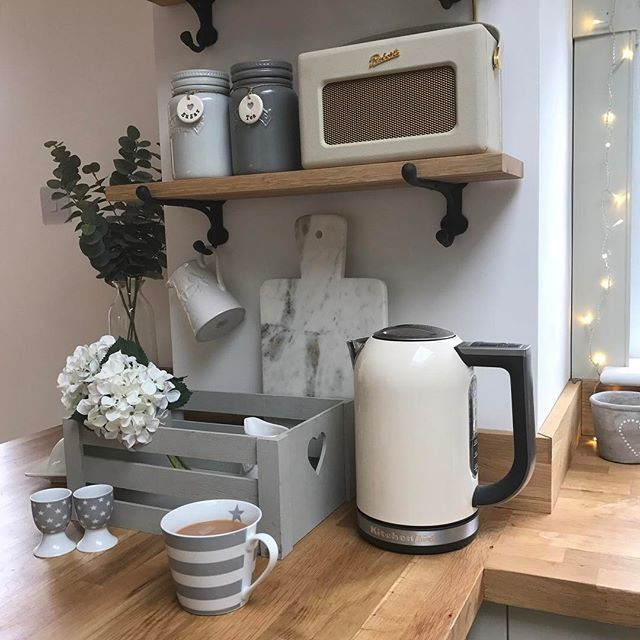 Instagram media by kirstenandbelle - Only one oak shelf left online now ladies! Isn't it strange waking up to rain ☔️Don't forget our 10% off code rainyday10 is still running! Have a fab Friday eve! Nearly the weekend 💕 #kitchen #kitchenaid #kitchenware #kitchengoals #kitchendesign #kitcheninspo #kitchenaccessories #shelfie #shelfdecor #shelfstyling #styleathome #instagramhub #instastyle #instagood #inspohome #shakerstyle #shakerkitchen #robertsradio #sainsburyshome #cupoftea #yorkshiretea…