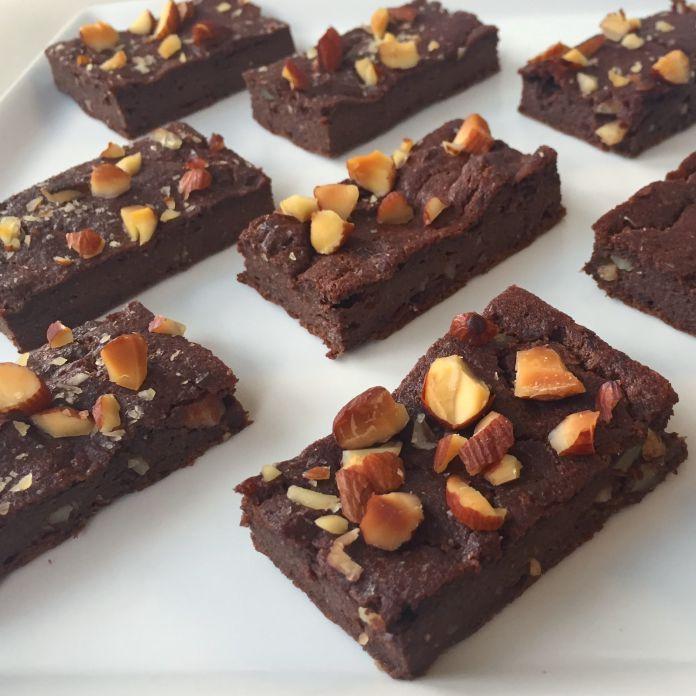 Lækre Low-Carb chokolade brownies med mandler » Uden mel og sukker!