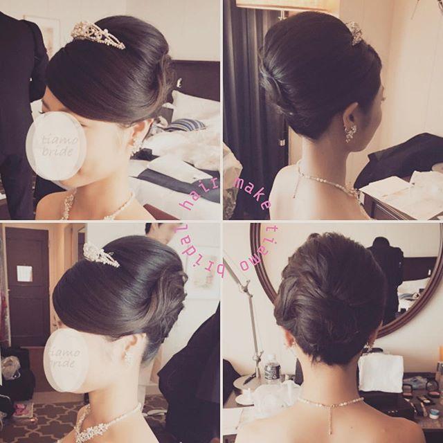 . ノーブルな夜会巻きstyle♡ × ティアラ . ★更にブライダルヘアカタログをご覧になりたい場合はtiamoプロフィール(トップページ)のブログをクリック♪♪ . #編み込み #披露宴 #ブライダルヘアメイク#結婚式髪型 #ブライダルヘアメイク #結婚式髪型 #カールアップ #ベール #ブライダルヘアメイク#シニヨン #アップスタイル #ブライダル #結婚式 #ブライダルヘアカタログ #出張ヘアメイク #赤坂 #tiamo #ティアモ #ティアモネイル #結婚 #持ち込み #結婚式ヘアスタイル #結婚式 #お色直し #ふんわり #カチューシャ #ティアラ #シンプル #洋装 #和装 #ナチュラル #花冠 #ヘアスタイル