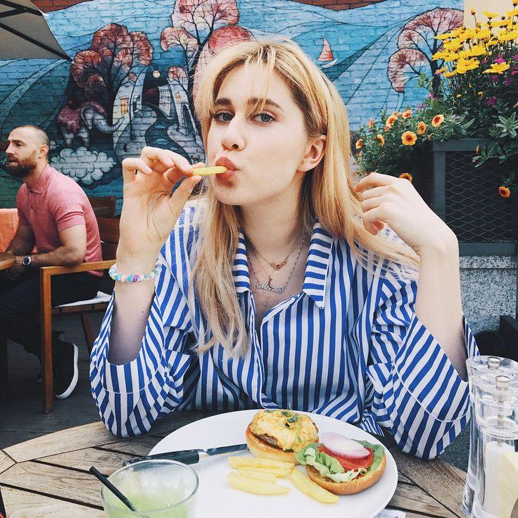 36 тыс. отметок «Нравится», 43 комментариев — MARIE NOVOSAD (@marienovosad) в Instagram: «История любви к бургерам и пижамам   @mariafiksson»