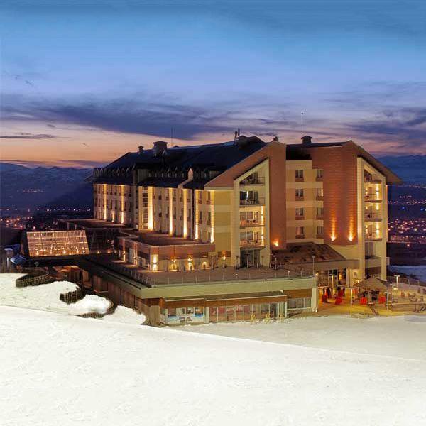Spor, adrenalin ve eğlence Palandöken'in zirvesinde Sway Hotels'de buluşuyor! Gece ve gündüz kesintisiz kayak keyfi yapabilir, Erzurum Palandöken Kayak Merkezi'nin müthiş manzarasını kuş bakışı izleyebilirsiniz. bit.ly/MNGTurizm-sway-hotels-palandoken-s