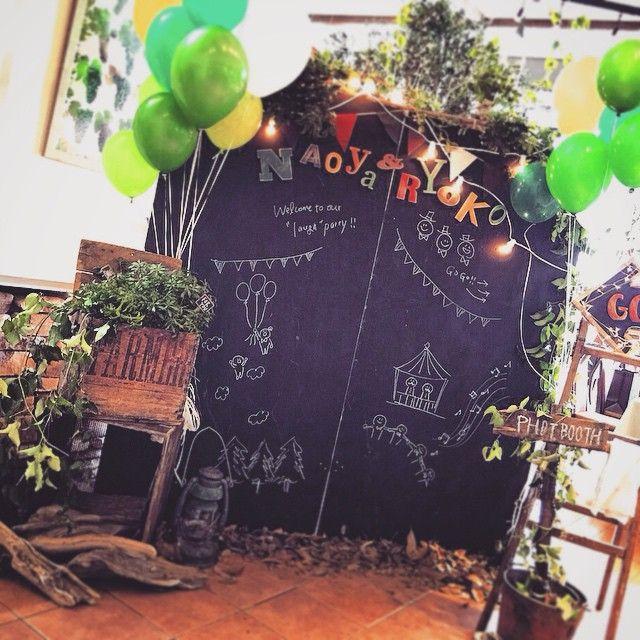 入り口の大きな黒板に、おふたり自らイラストを♪  まるで文化祭のような楽しい会場に、思わず笑顔がこぼれる1日♡  #crazywedding  #wedding…