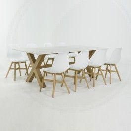 Dekton tafel met kruispoot onderstel en stoelen