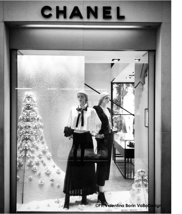 Chanel window display in Venice December 2015