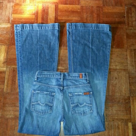"""Seven For All Mankind  jeans THESE ARE A BARGAIN!! Like new condition """"Ginger"""" style  7 For All Mankind completely authentic size 24 inseam is 33.  5-pocket, zip and one button closure, belt loops, flared leg. Make an offer retails at $198 style # p330055u-055u 7 for all Mankind Jeans Flare & Wide Leg"""