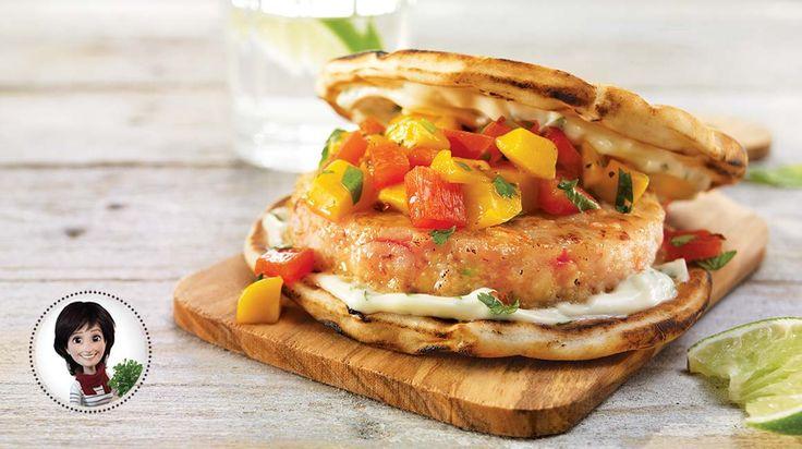 Burgers de crevettes, salsa à la mangue et mayo au basilic