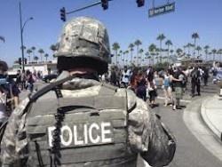 L'armée américaine commande des tenues anti-émeute - Il ne s'agit plus seulement de constituer des stocks de drones de surveillance afin d'espionner les citoyens américains: l'armée américaine souhaite se procurer un arsenal d'équipements anti-émeute au cas où les militaires devraient combattre des civils sur le sol américain.