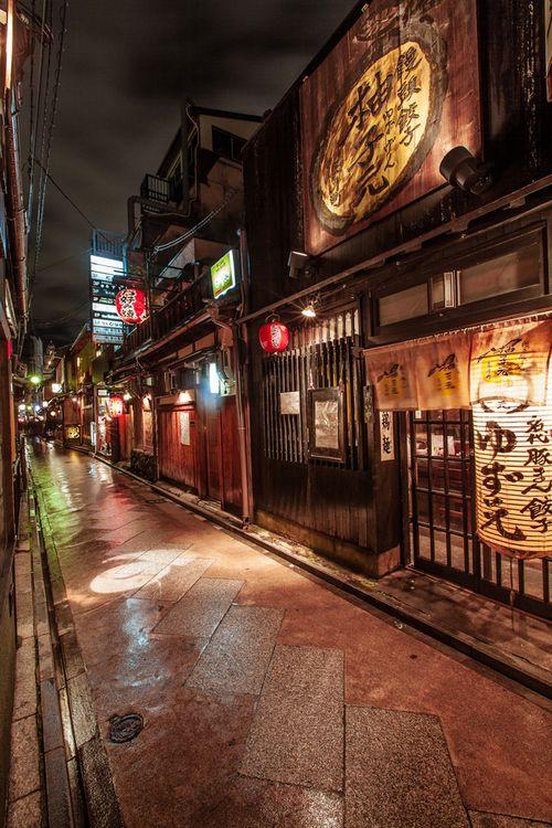 Ponto-cho, Kyoto, Japan (© Structuresxx Photographer)