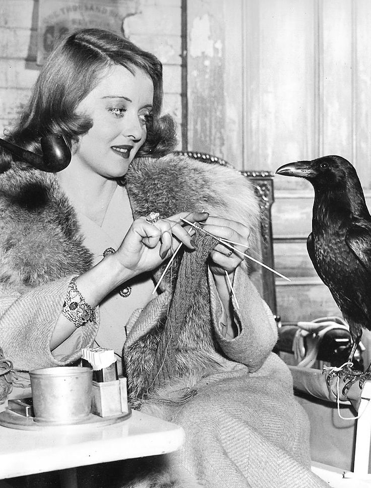"Bette Davis knitting on the set of ""The Bride Came C.O.D"", 1941"