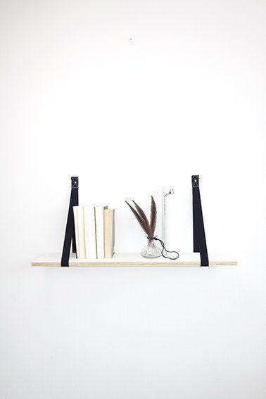 Plankdragers PIEN van DEENS.NL In deze canvas lussen kun je een plank naar keuze leggen. PIEN is in 8 kleuren verkrijgbaar, waaronder deze zwarte versie.