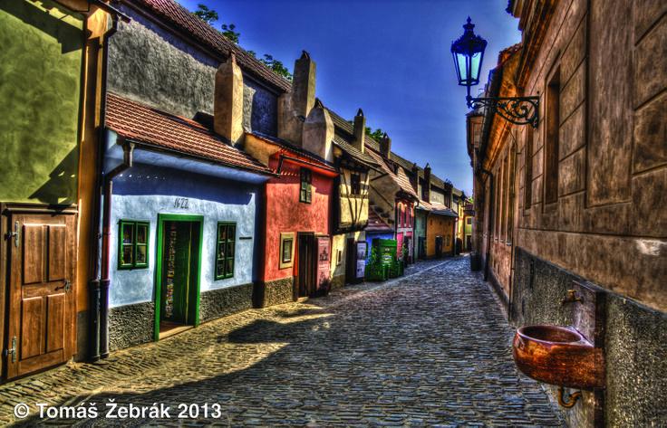 Zlatá ulička - je magie sama. Místo, které je tu již pět set let. Žilo a bydlelo se tady až do druhé světové války a dodnes můžete domy vidět téměř ve stejné podobě jako za dávných časů.