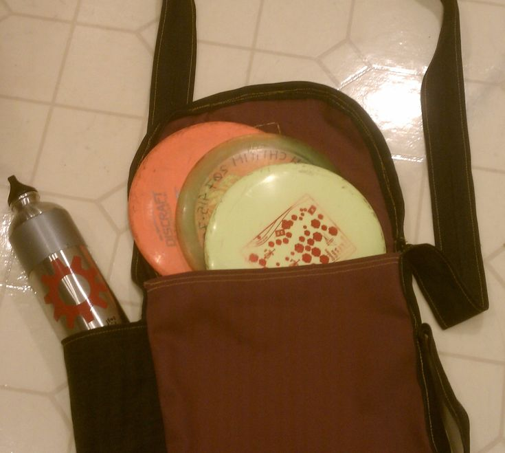 Here are instructions to make a simple bag to carry your essentials while playing a game of disc golf; a few discs and a water bottle (or if you're like me a nice big beer!).