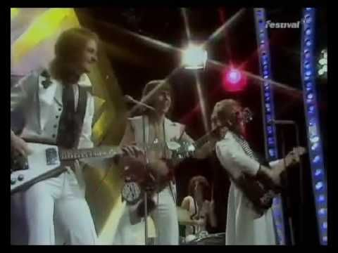 Slade - Merry Xmas Everyone (Top Of The Pops Christmas 1974) - YouTube