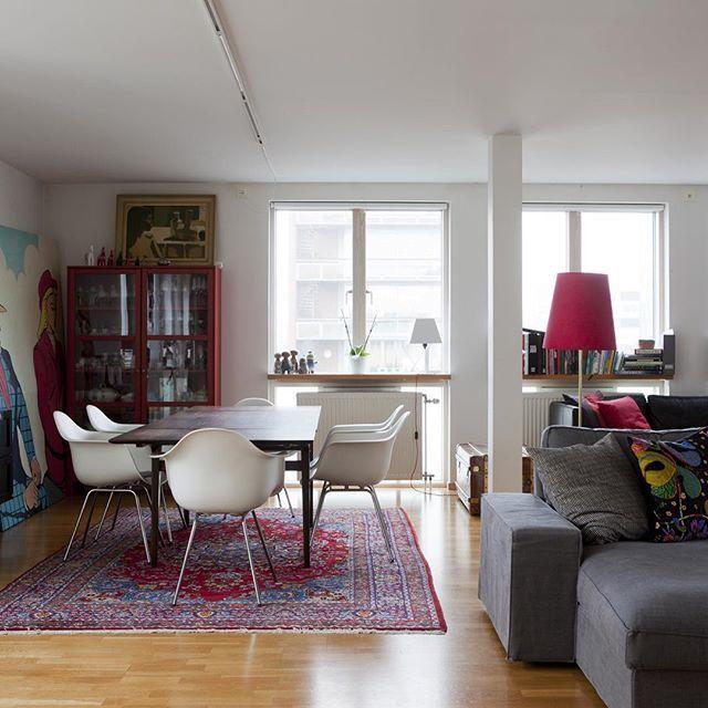 En unik våning i västra hamnen med fantastiska sociala ytor, fri utsikt från vardagsrummet i tre väderstreck och Ribersborgs strandlinje som vy från det helt glasade rummet som vetter mot väster. Öppet kök, tre sovrum och själva våningen ligger svävande ut från fasaden utan grannar under. Läckert och en våning du blir ensam om! Rodergatan 4, 124 kvm fördelat på fyra r o k, avgift 6374:-, pris 3 250 000:-. Daniel Strömshed 040-101105. #tillsalu #västrahamnen  #våning #svävande #läcker…