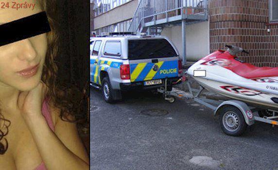 Rok po smrti Simony policie hlídá skútry i lodě. Loni přistihla opilce