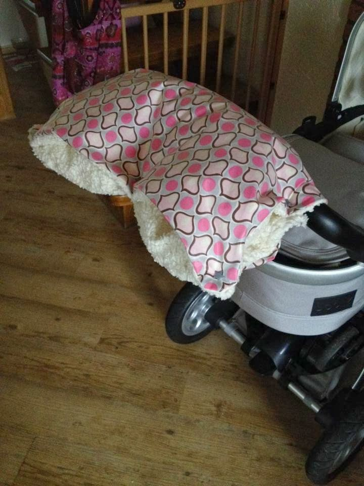 ... hat man wenn man sich einen Kinderwagenmuff näht ;)   Ich habe das heute gemacht und zeige euch hier eine kleine einfache Anleitung :)  ...