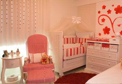decoração para quarto do bebê com cores fortes