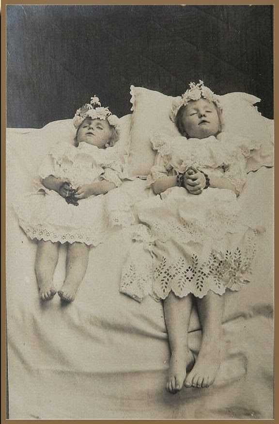 { The Seventh Cloud }: Post-mortem photography : The art of immortalizing Pt. 3 ( Warning + 18 Graphic images )