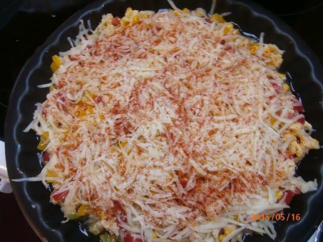 Luxusní volba na vydatný oběd. Vepřové maso, zeleninová peřinka a na vrchu nastrouhaný sýr. Autor: marunda