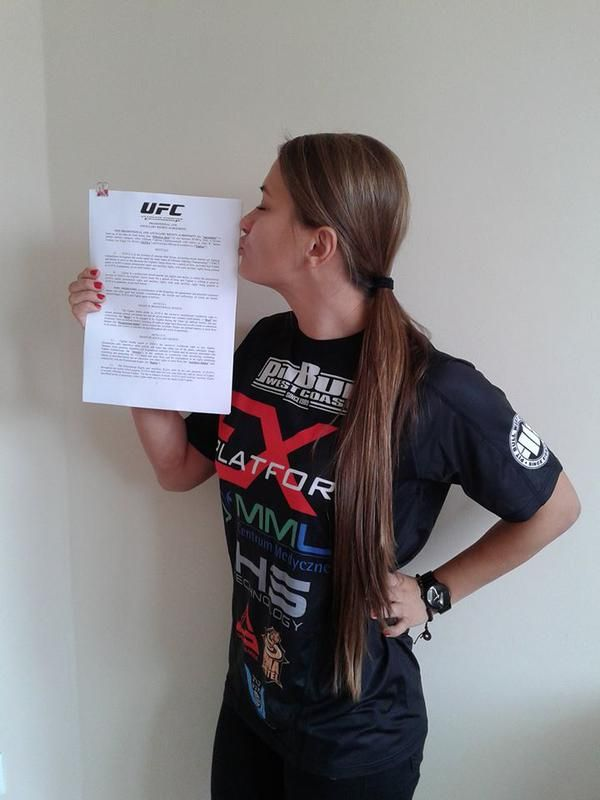 Undefeated Karolina Kowalkiewicz Signs With The UFC