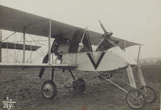 """1916 - Vue de """"Voisin"""". Avion de bombardement - Section de photographie aérienne du groupe des escadrilles du camp retranché de Paris"""
