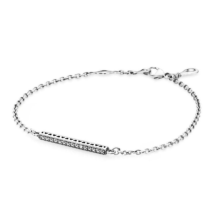 Pandora Armband 'Hartjes' 590513CZ-1 16 cm. Sprankelende armband van Pandora, gemaakt van zilver en voorzien van zirkonia en opengewerkte hartjes. https://www.timefortrends.nl/sieraden/pandora/bedelarmbanden.html