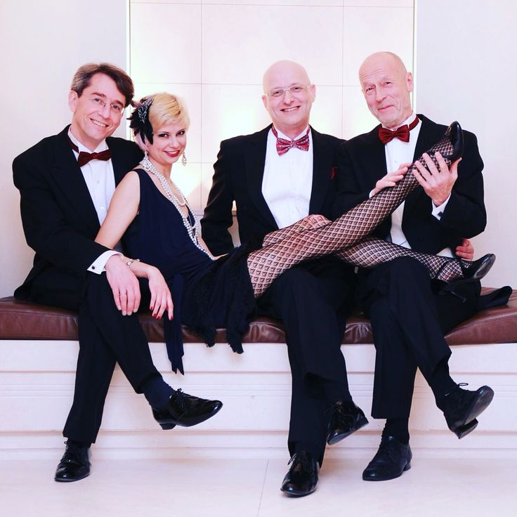 The fabulous Marieke and the Adlon dancers Arne, Roland and Peter #adlonswingingsunday Foto: A.S.
