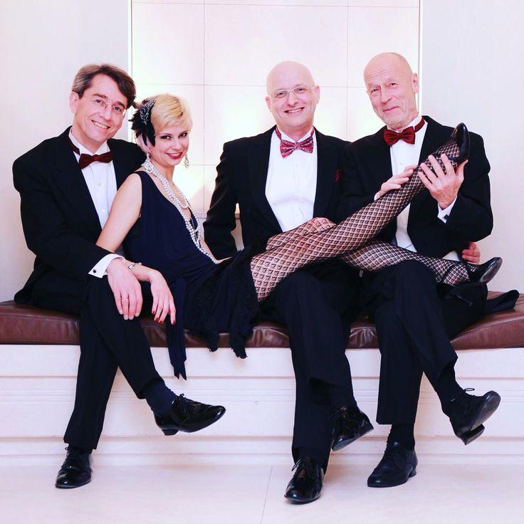 The fabulous Marieke and the Adlon dancers Arne, Roland and Peter #adlonswingingsunday Foto: A.S.