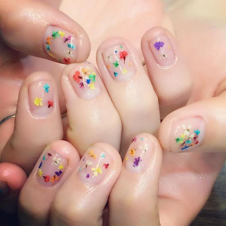 colorful flowersクリアベースで夏仕様✨#nailart#naildesign #flowernails#instanails#nailstaglam#nailbykiito#clearnails#夏ネイル#押し花ネイル#お花ネイル#カラフルネイル#delfinnail