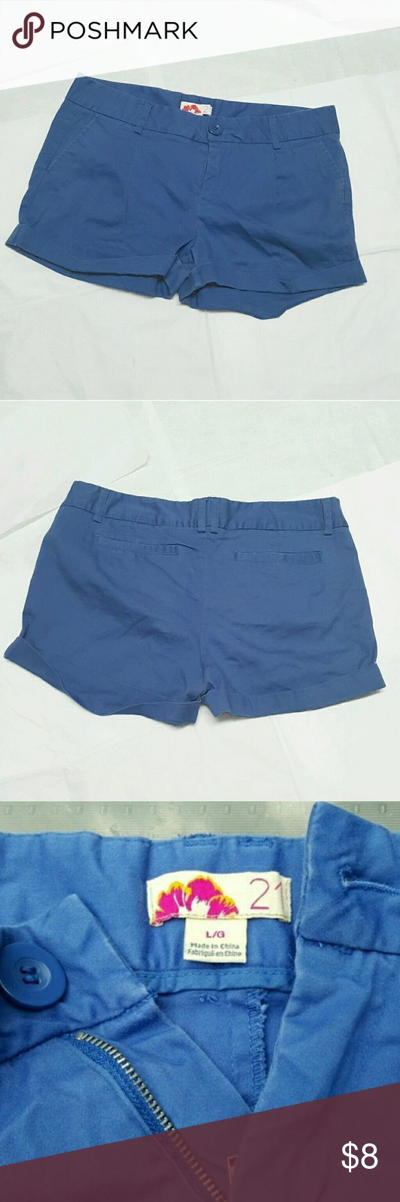 Periwinkle blue F21 pocket shorts Periwinkle, light blue basic shorts with 4 pockets. Rolled along the bottom. Zip up and button close. Brand is F21. Size L, large. No flaws! :) Forever 21 Shorts