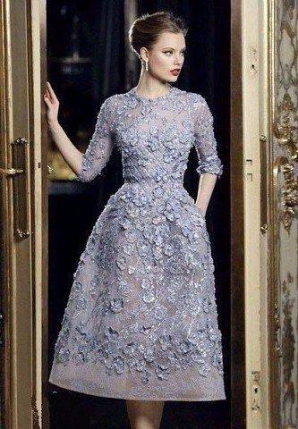 Замечательные кружевные платья длины миди.
