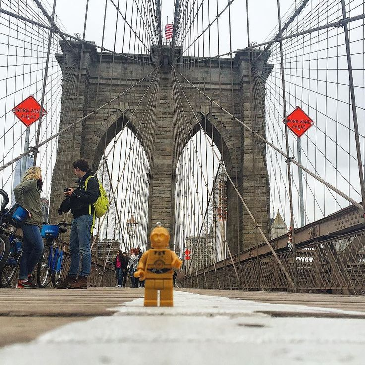 -//--Tel un passage obligé à NYC le voici sur le pont de Brooklyn. -//-- Such a must in NYC here on the Brooklyn brige. -//- #c3po #c3poautourdumonde #c3poaroundtheworld #tourdumonde #peterjonesworldtrip #worldtrip #instatravel #starwars #lego #legostagram #legostarwars #legoc3po #usa #unitedstates #etatsunis #instafun #wondrworld #boston #nyc #newyork #newyorkcity #newyorkstate #madisonsquaregarden #flatiron #brooklyn #brooklynbridge  #instaarchitecture #bridge by kpdp