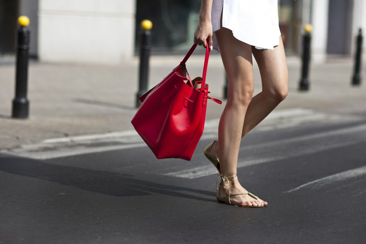 Summer's ultimate accessories: ELODIE bucket bag now available in redand AQUAZZURA CALIFORNIA gold sandals. Shop NOW in our boutiques! #LaMania #StreetStyle #Aquazzura #BucketBag #photo Asia Typek