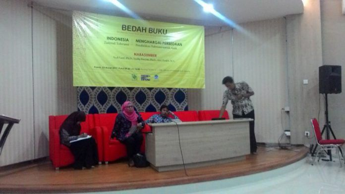 "Bedah Buku ""Indonesia: Zamrud Toleransi"" dan ""Menghargai Perbedaan"" di UIN Syarif Hidayatullah Jakarta pada 23 Maret 2017."