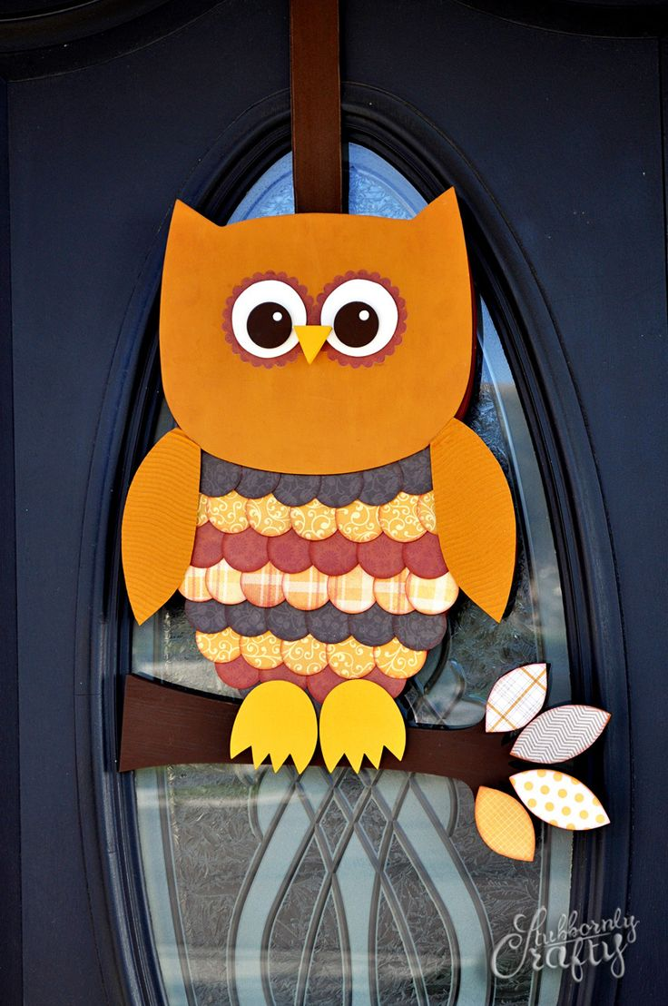 Owl door hanger - this one is made of wood and 1.5 inch punch paper circles. Gonna use it as inspiration for my fall time hoot owl i got from Walmart